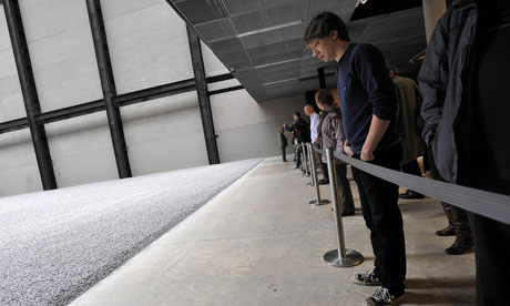 Tate Modern exhibit closed over possible health risk