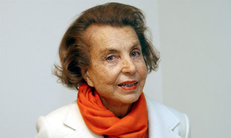 The 94-year old son of father Françoise Bettencourt Meyers and mother Louise Madeleine Berthe, 166 cm tall Liliane Bettencourt in 2017 photo