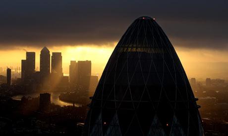 Sun ove  rthe City of London and Canary Wharf