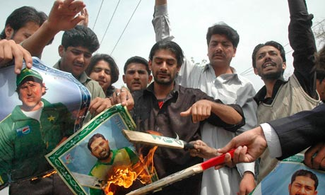 Pakistan fans react with anger to their team's shock defeat in 2007