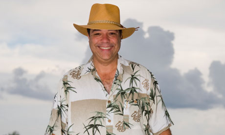 Hawiian shirt and wide-brimmed hat