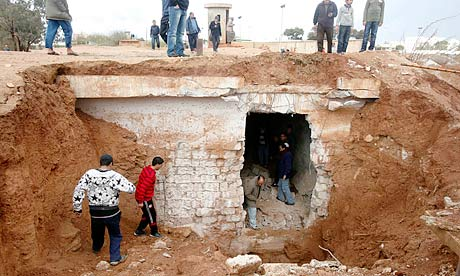 Libyans in Benghazi looking for prisoners