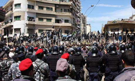 Lebanese Muslims rally in support of Syrian protesters