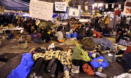 Anti-government demonstrators camped in Madrid's Puerta del Sol square defy an order to leave and may face a police standoff.