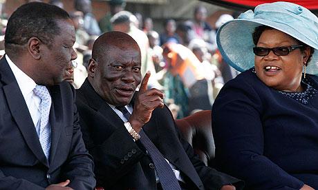 Solomon Mujuru (c) in 2009, with Morgan Tsvangirai  and his wife Joice