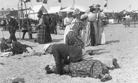 victorian couple yarmouth beach 1890