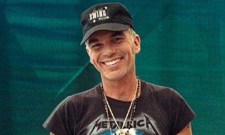Billy Bob Thornton wearing Metallica T-shirt