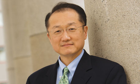 The 57-year old son of father (?) and mother(?), 166 cm tall Jim Yong Kim in 2017 photo