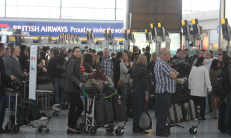 Airlines warn of Easter queues at passport control