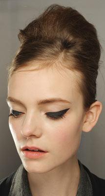 Moschino's heavy eyeliner look