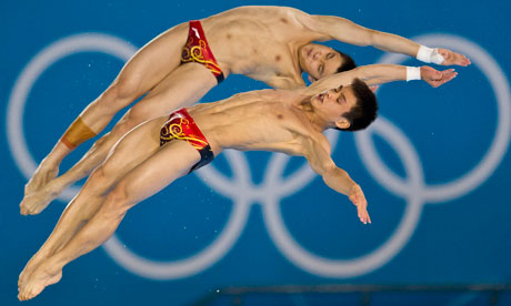 Yuan Cao and Yanquan Zhang of China compete in the mens synchronised diving