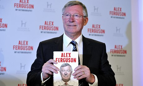 http://static.guim.co.uk/sys-images/Guardian/About/General/2013/10/22/1382463947632/Alex-Ferguson-holding-up--009.jpg