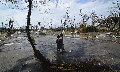 Online communities racing to help survivors of Typhoon Haiyan
