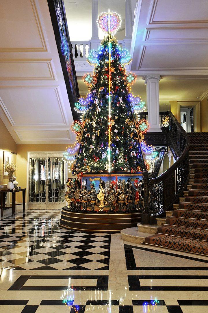 Dolce Gabbana 39 S Claridges Christmas Tree Stylewatch