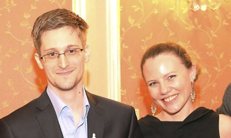 http://static.guim.co.uk/sys-images/Guardian/About/General/2013/11/6/1383766732913/Edward-Snowden-and-Sarah--009.jpg