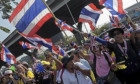 Thai protests continue despite PM's concessions...