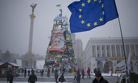 Ukraine riot police enter central Kiev amid rumours of storm on square...