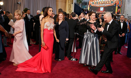 Actor Bryan Cranston (R) jokes with Kerry Washington (L) on the red carpet