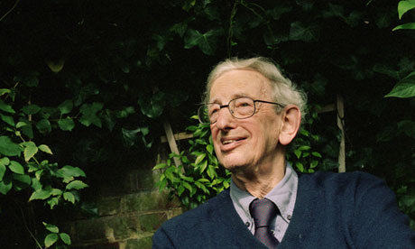 Eric Hobsbawm in North London. 16/09/02.