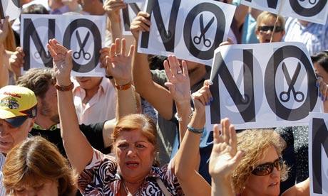 Spanish civil servants demonstrating