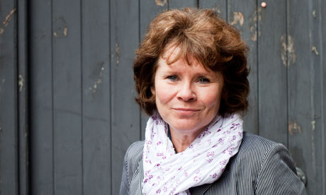 The 61-year old daughter of father Joseph Staunton and mother Bridie Staunton, 152 cm tall Imelda Staunton in 2017 photo