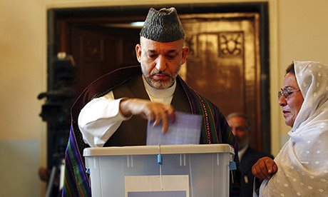 Afghan President Hamid Karzai votes in Afghanistan's 2005 parliamentary elections