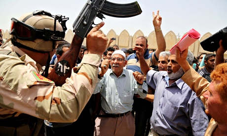 Iraqis chant slogans against Isis in Baghdad