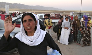 20,000 Iraqis besieged by Isis escape from mountain after US air strikes