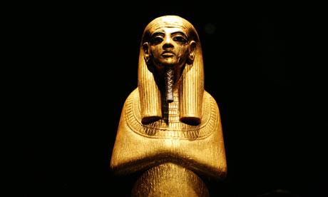 这些不过是上了色的棺材和雕刻出来的古埃及人的面具图片