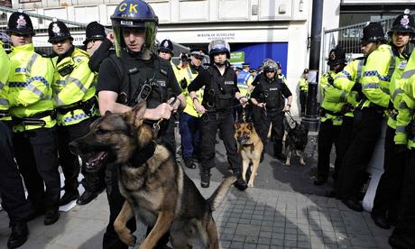 Police at far-right anti-radical Islam rally 2009