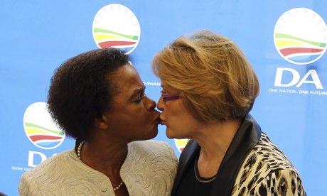 Mamphela Ramphele kisses Helen Zille