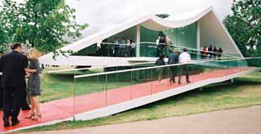 Oscar Niemeyer's Serpentine pavilion