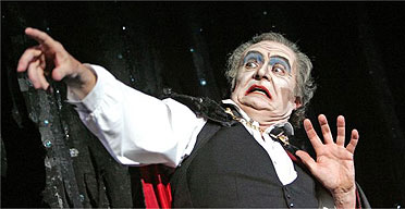 Jim Broadbent in Theatre of Blood, Lyttelton, May 2005