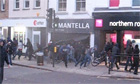 Jewelery store being looted in Enfield town centre - video