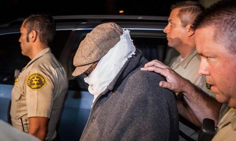 Nakoula Basseley Nakoula yang dikawal dari rumahnya oleh petugas kepolisian LA
