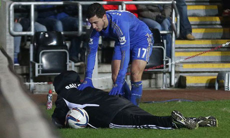 Chelsea's Eden Hazard sent off after kicking ballboy in Capital One Cup semi-final — video