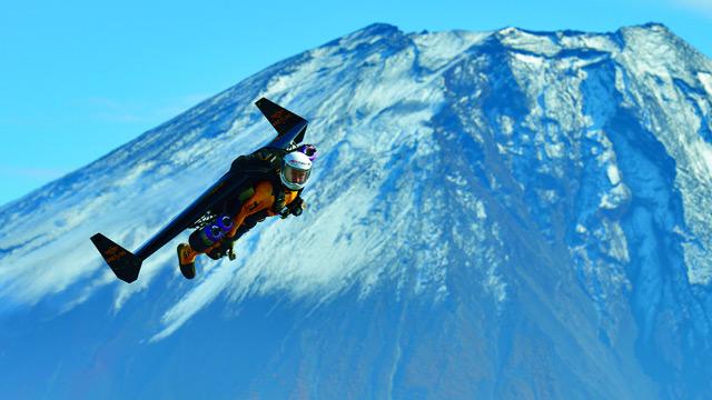Yves-Rossy-aka-Jetman-012.jpg