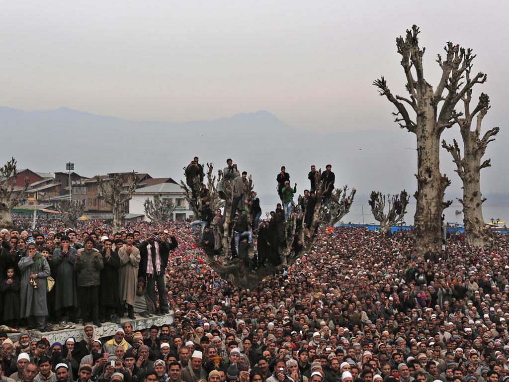 Kashmiri Muslim offer prayers at the Hazratbal shrine