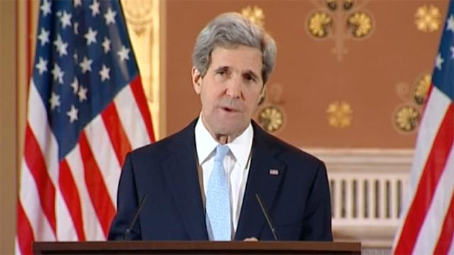 Kerry visits Baghdad as Isis continues seizure