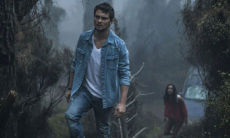 Jessica Lucas and Shiloh Fernandez in Evil Dead