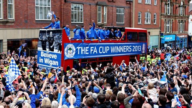 Wigan-celebrate-FA-Cup-wi-005.jpg