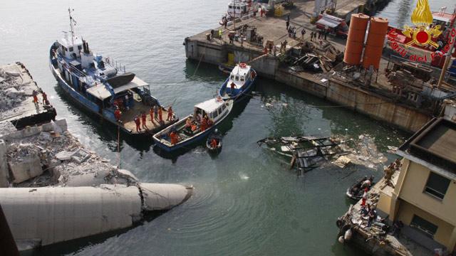 ... ship crash: destruction at Genoa port after fatal accident – video