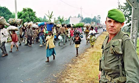 Rwandan refugees flee the fighting in 1994