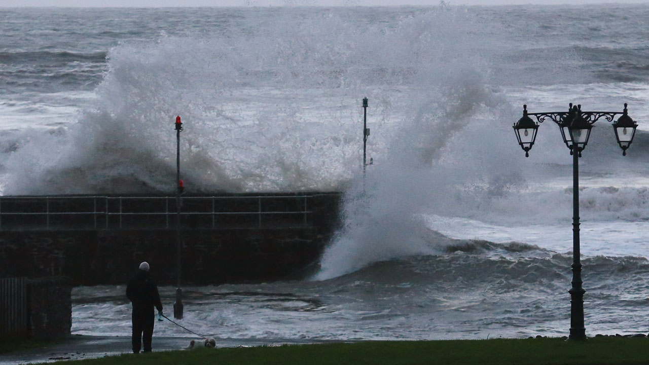 uk weather live  high tides  rain and winds expected to