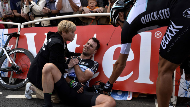 tour de france 2014 mark cavendish crashes in first stage