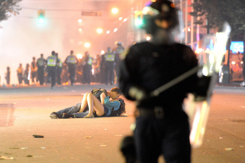 Vancouver riot 'kiss' couple
