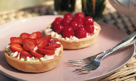 Strawberry & raspberry cream cheese tart