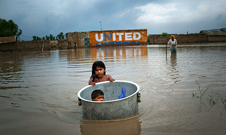 The Guardian: Pakistan flood aid is desperately needed. Photograph: Daniel Berehulak/Getty Images