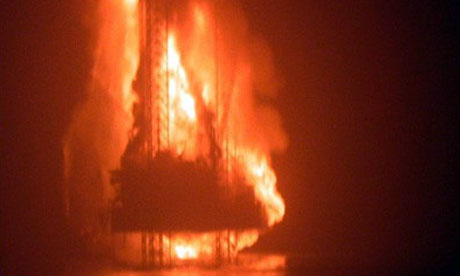 The KS Endeavor jack-up rig on fire at the Funiwa Field in Nigeria