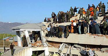 Bid to rescue schoolchildren after quake kills 90 | Environment ...